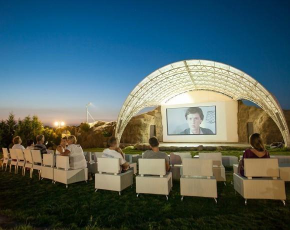 13 летних кинотеатров в Москве, Санкт-Петербурге, Екатеринбурге и Нижнем Новгороде