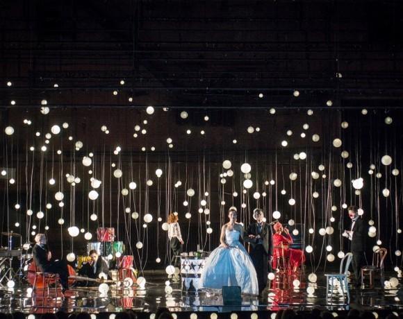 Театральный обзор: пьеса «Барабаны в ночи» в Театре им. А.С. Пушкина