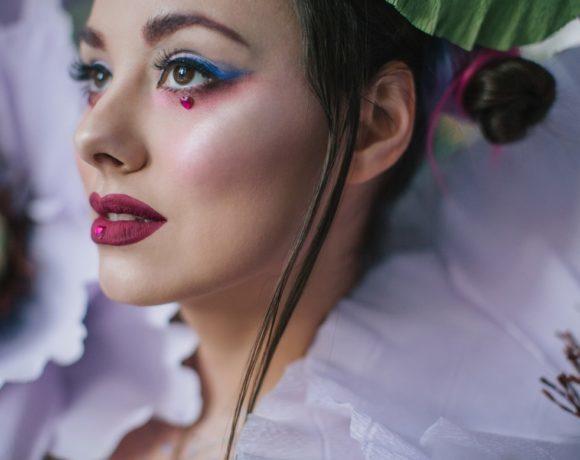Сияй! Тенденции макияжа с мировых подиумов