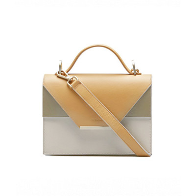 afe05f27dc90 Помните, что размер кросс-боди, как и любой другой сумки, должен  соответствовать размеру тела, на фоне которого предполагается эту сумку  носить.