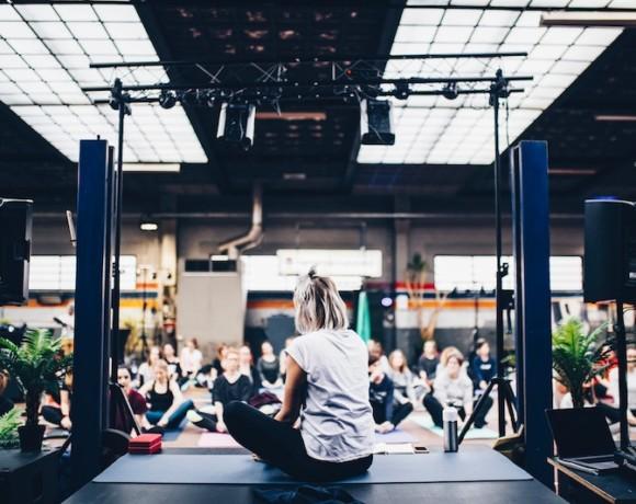 5 вдохновляющих студий йоги
