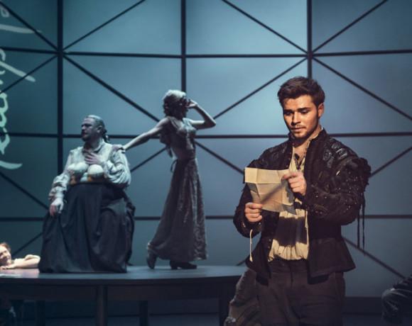 Чума на оба ваши дома. «Влюбленный Шекспир» в театре Пушкина