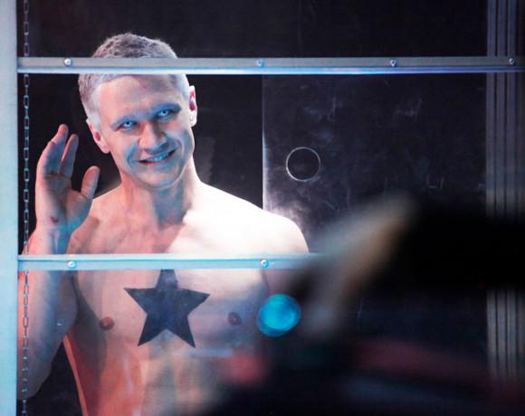 """Мы причиним тебе радость, мы нанесем тебе счастье: """"Человек из Подольска"""" в Театре на Литейном"""