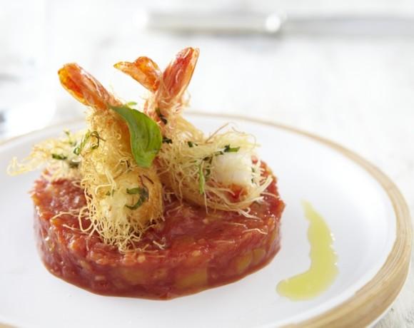 Кадайф с креветками и базиликом, томатами и соусом из экзотических фруктов