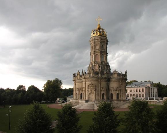 Необычная усадьба и церковь недалеко от Москвы
