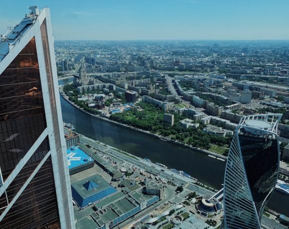 """Спрятаться от жары на высоте: топ-5 ресторанов """"Москва-Сити"""""""