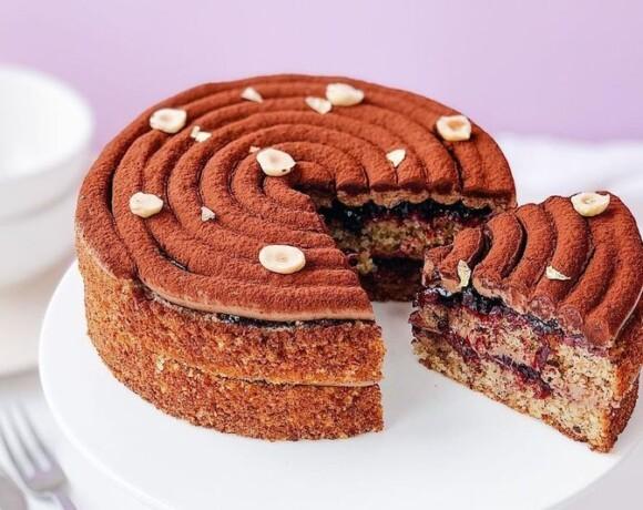Фундучный десерт со смородиной и шоколадным кремом