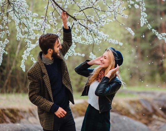 Май — время фотосессий love story в цветущих садах
