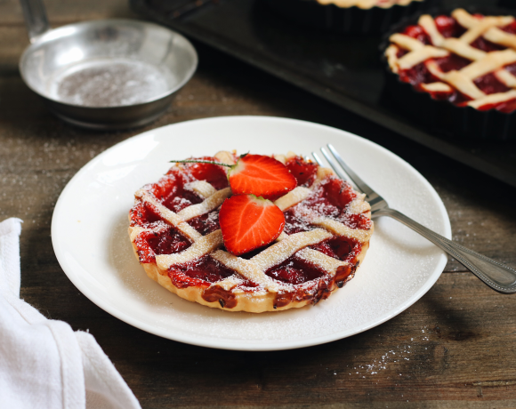 Рецепт: мини-пироги с клубникой