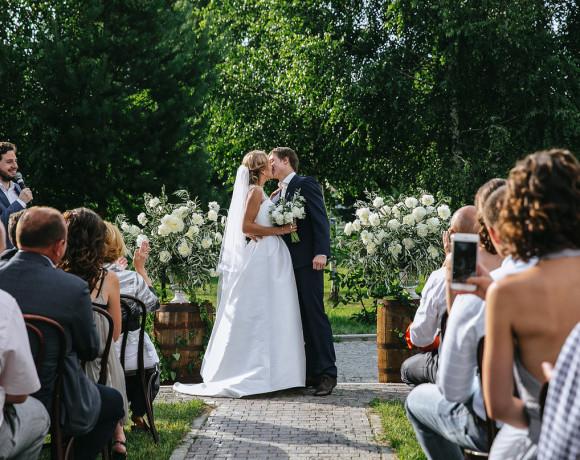 Свадьба в загородном доме: опыт невест и профессионалов