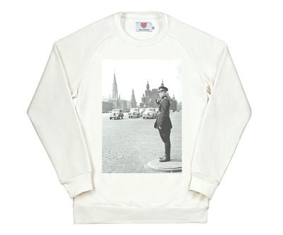 """Толстовка """"Регулировщик на Красной площади, 1957"""" — 3 250 ₽"""