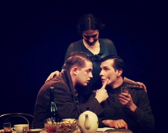 Театральный обзор: «Мой бедный Марат» в театральном центре «Вишневый сад»