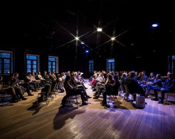 Театральный обзор: «Questioning / КТО ТЫ?» в Гоголь-центре