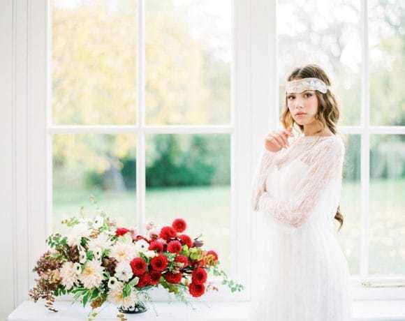 10 причин украсить прическу невесты стильным аксессуаром