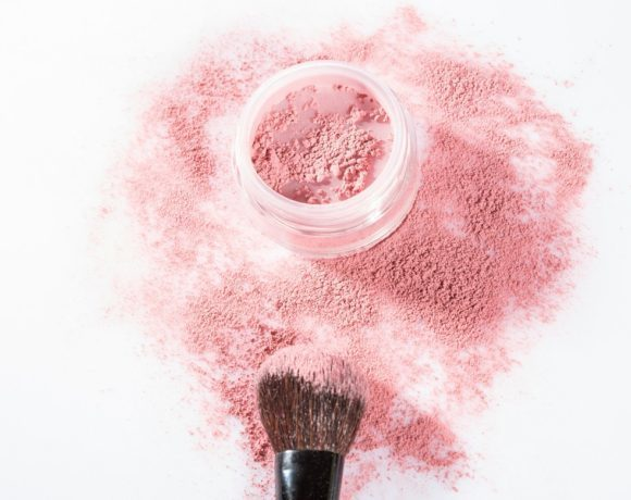 Видео-урок. Основы макияжа: как наносить румяна